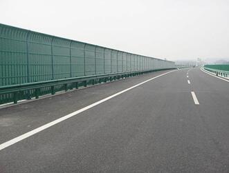高速公路声屏障.jpg